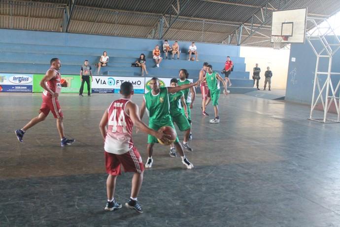 IFPI X Kosmos - Piauiense de basquete 2015 (Foto: Ramiro Pena/FPB)