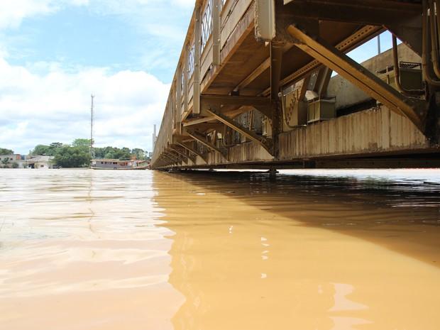Ponte Juscelino Kubitschek neste domingo (1º), em Rio Branco (Foto: João Paulo Maia)