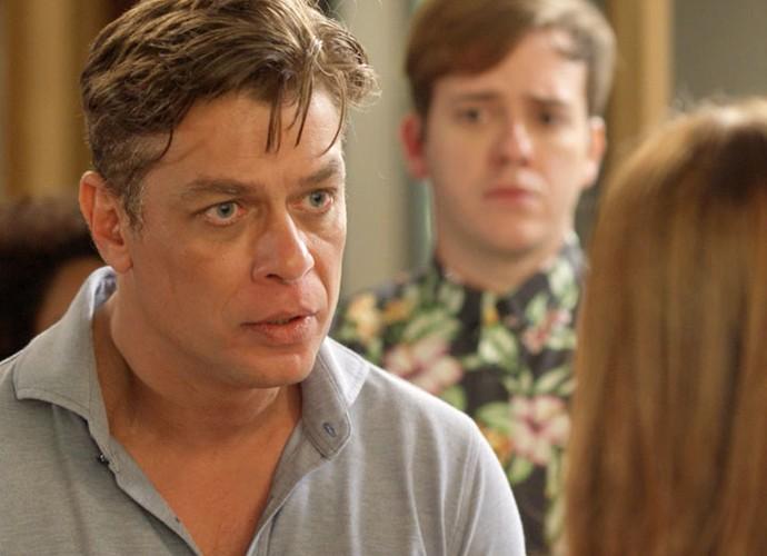 Arthur diz que Eliza volta para concurso, mas vai ter que morar com ele (Foto: TV Globo)