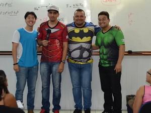 Professores se caracterizam de super-herois para 'aulão' (Foto: Jackson Félix/G1 RR)