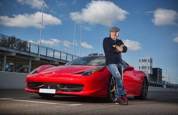 Série de carros clássicos é apresentada por Brian Johnson
