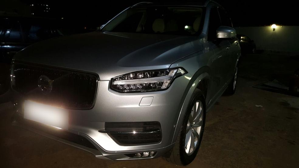 Carro de luxo foi apreendido em Cuiabá na quinta-feira (13) (Foto: Polícia Civil/Divulgação)