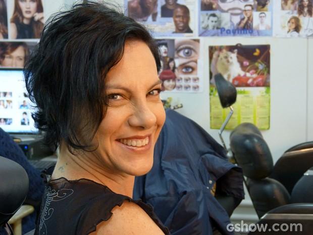 Carla Tausz interpreta a assistente social Norma, que fiscalizará Raissa (Larissa Bracher) (Foto: Malhação/ TV Globo)