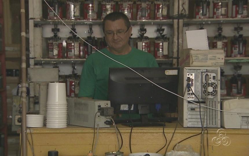 Comerciantes reclamam das quedas de energia constantes (Foto: Jornal do Amazonas)