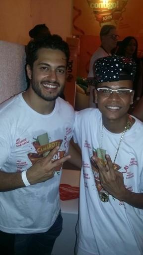 Raphael Viana e MC Duduzinho em camarote em Salvador, na Bahia (Foto: Divulgação)