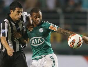 Mendieta e Wesley, Palmeiras x Libertad (Foto: José Patricio/Agência Estado)