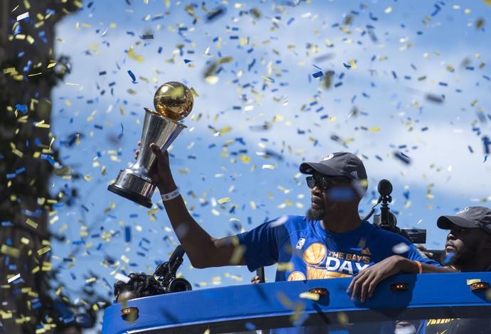 Kevin Durant festa golden state warriors nba parade (Foto: Reuters)
