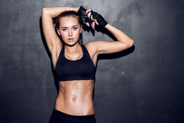 A musculação ajuda a acelerar o metabolismo e, consequentemente, colabora com o emagrecimento (Foto: Thinkstock)