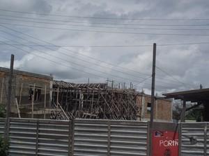 Em Mucajaí, as obras estão paradas porque foram detectadas supostas irregularidades que devem ser investigadas pelo Governo Federal (Foto: Maria José (Sindicato dos Servidores da Uerr))