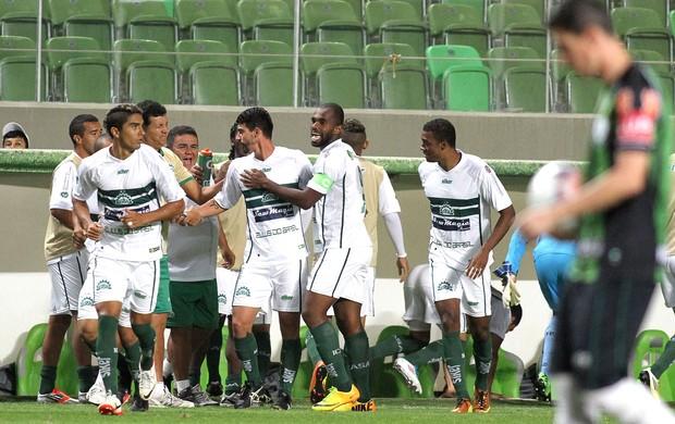 Radamés comemora gol do Icasa contra o América-MG (Foto: Paulo Fonseca / Futura Press)