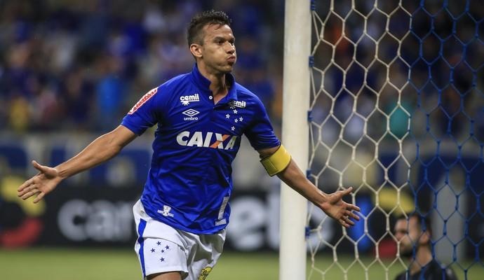 Comentarista do SporTV analisa participação do volante como fundamental no  triunfo sobre o Grêmio 7202dbe610666