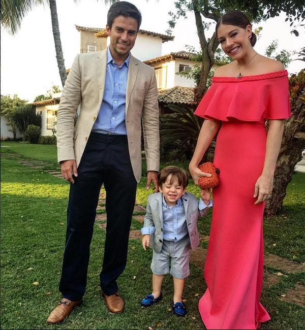 Luma Costa com o marido, Leonardo Martins, e o filho, Antonio (Foto: Reprodução / Instagram)