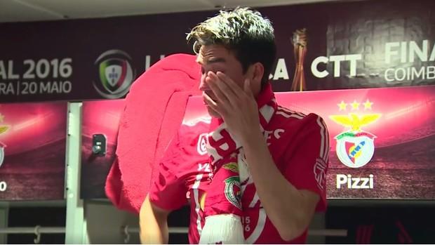 BLOG: Choro de despedida: vídeo mostra último discurso de Gaitán no vestiário do Benfica