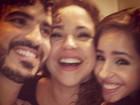 Daniela Mercury posa com os filhos nos bastidores de 'Encontro'