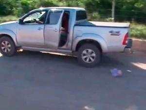 Polícia simulou acidente com queda de bebê do carro dos pais (Foto: Reprodução/ TV Santa Cruz)