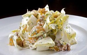 Salada de endívia ao molho de limão, cream cheese e damasco