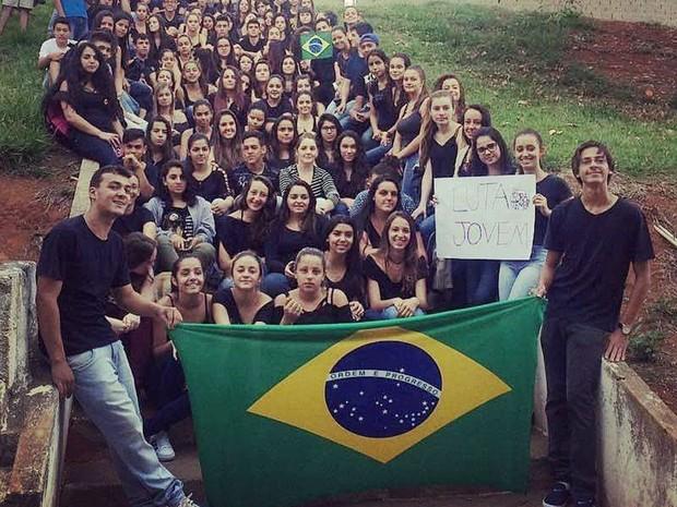 Cerca de 100 estudante ocupam escola estadual de Campestre, MG, nesta sexta-feira (21) (Foto: Matheus Melo/Campestre)