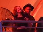 Crise? Beyoncé e Jay-Z trocam carinhos em festival de música