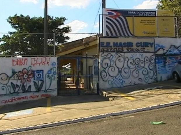Briga terminou em vandalismo em escola de Marília (Foto: Reprodução / TV TEM)