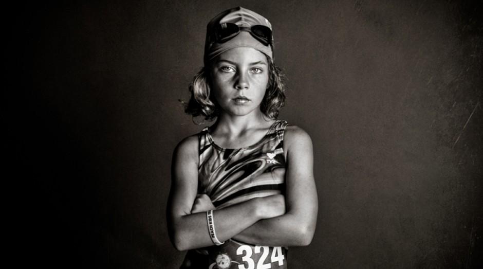 Strong is the new pretty, livro com registros de várias meninas no dia a dia feitos pela fotógrafa Kate Parker (Foto: Reprodução / Kate Parker)