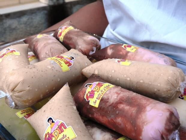 empresa oferta onze sabores diferentes de dindins (Foto: Jackson Felix/G1 RR)