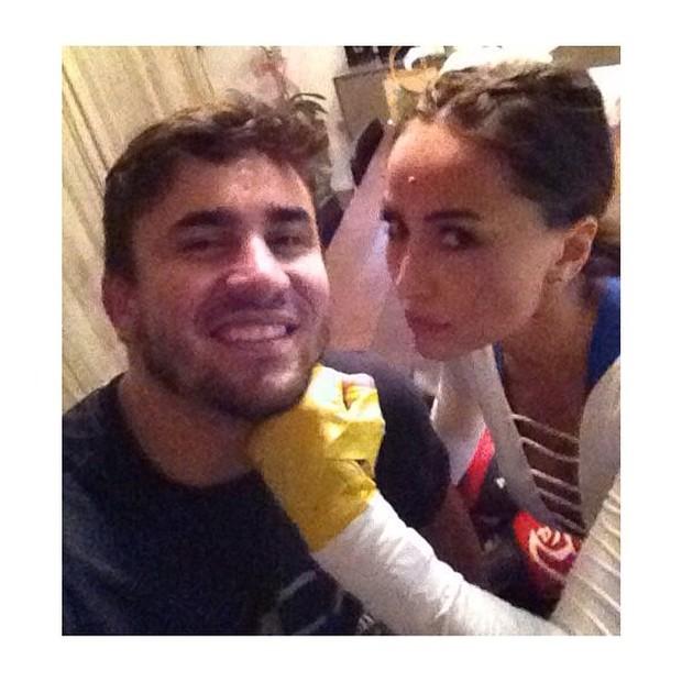 Sabrina SAto com amigo em aula de muay thai (Foto: Instagram/ Reprodução)