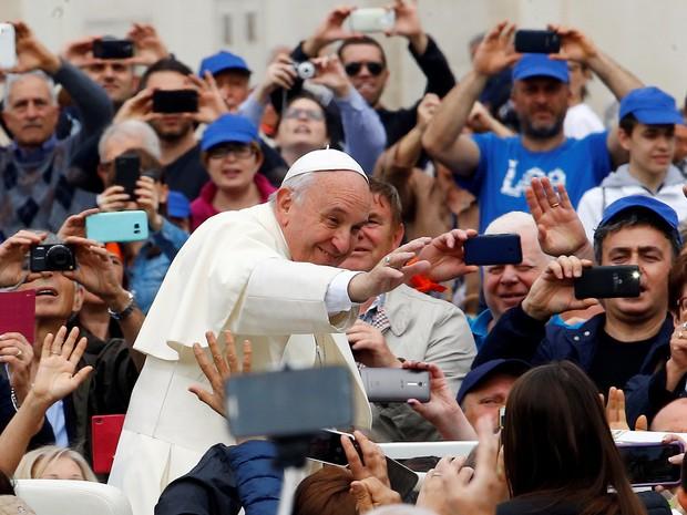 Papa Francisco chega à Praça São Pedro para audiência semanal nesta quarta-feira (11)  (Foto: Stefano Rellandini / Reuters)