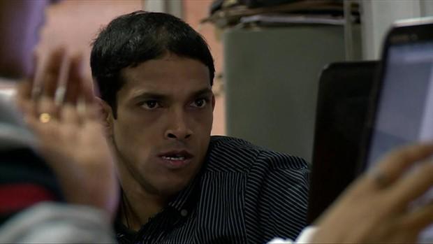Indiano tem paralisia cerebral e acabou de concluir PhD em importante universidade indiana (Foto: BBC)