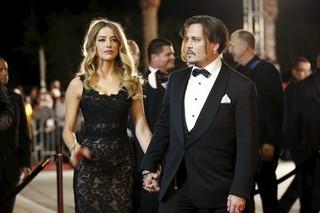 Amber Heard e Johnny Depp em um festival de cinema em fevereiro de 2015 (Foto: REUTERS/Danny Moloshok/Files)