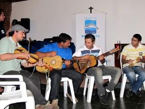Grupo de Cananéia, SP, também faz apresentações em outros lugares do Brasil (Foto: Mariane Rossi/G1)
