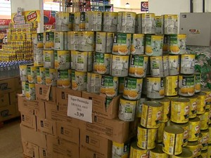 Polícia suspeita que produtos sem nota fiscal em Jardinópolis tinham sido roubados  (Foto: Reprodução/ EPTV)