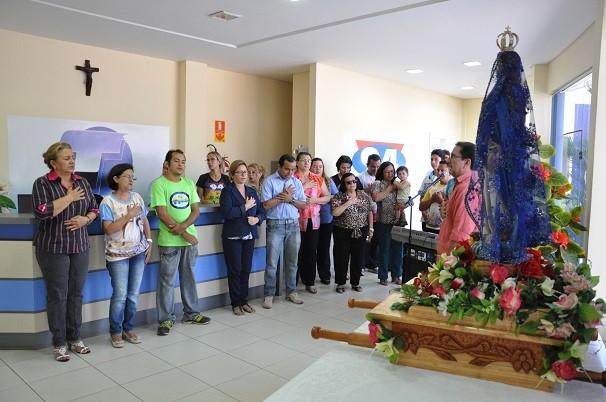 Imagem Peregrina de Nossa Senhora da Conceição visita TV Tapajós (Foto: Zé Rodrigues/ TV Tapajós )