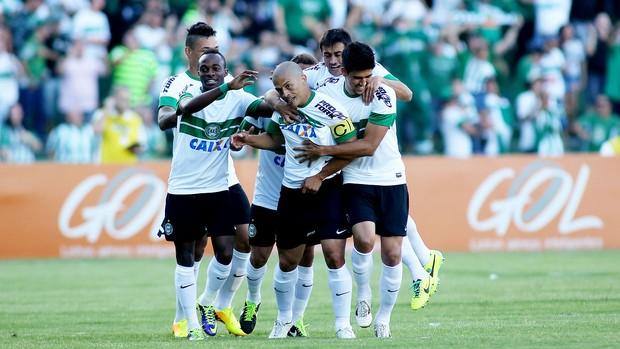 ALex coritiba gol grêmio (Foto: Cleber Yamaguchi / Agência Estado)