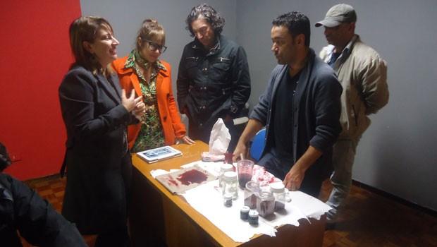 Testes de sangue cenográfico para a minissérie da Guerra do Contestado (Foto: Divulgação/RPC TV)