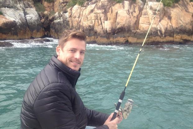 Apresentador sugere pescaria para relaxar  (Foto: RBS TV/Divulgação)