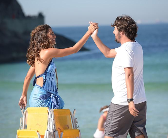 Camila e o diretor Cristiano Marques (Foto: Raphael Dias/Gshow)