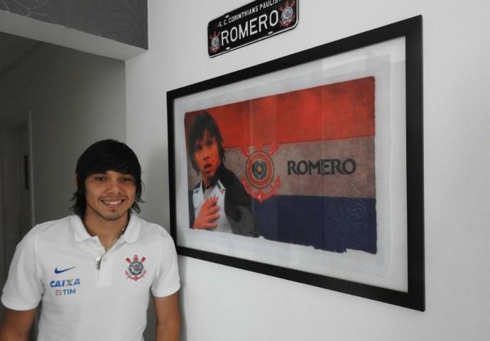 Ángel Romero Corinthians em seu apartamento em São Paulo (Foto: Marcelo Braga)