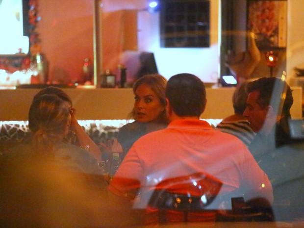Angélica e Luciano Huck em restaurante na Zona Oeste do Rio (Foto: Ag. News)