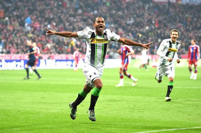 Raffael comemora gol do Borussia Monchengladbach contra o Bayern de Munique (Foto: Getty Images)