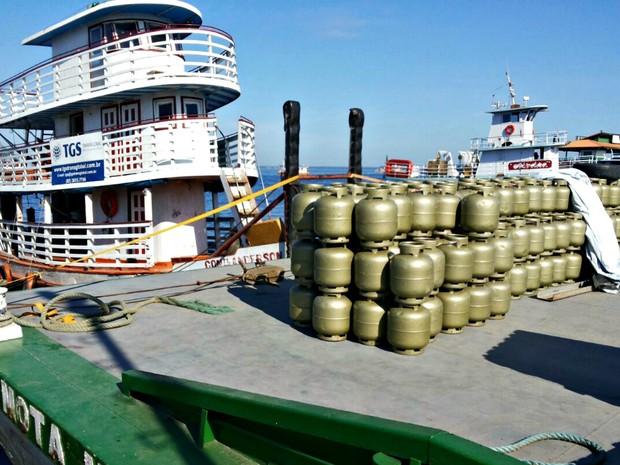 Botijas de gás de cozinha apreendidas em Manaus (Foto: Batalhão Ambiental)
