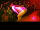 Mulher Melancia faz show com modelito pink e empina o popozão
