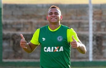 """Em ação: mais """"fininho"""", Walter treina pela primeira vez no retorno ao Goiás"""