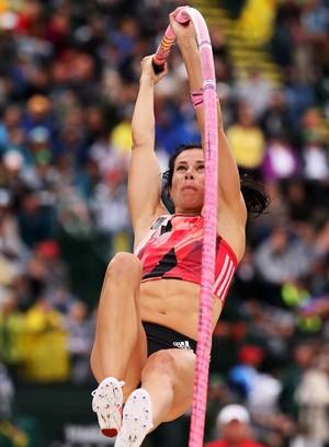 Jennifer Suhr levou o ouro no salto com vara na seletiva americana (Foto: Getty Images)