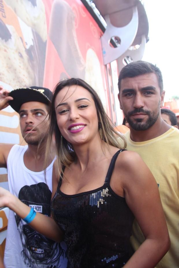 Letícia chega com Caio Castro e Bernardo Mesquita (Foto: Dilson Silva,Wesley Costa e Vinicios Eduardo / Agnews)
