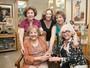 Eva Todor comemora 95 anos com Nathália Timberg e Beatriz Lyra