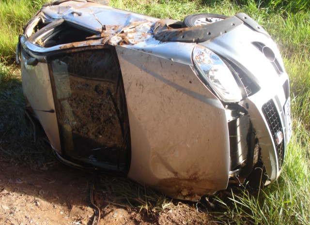 Homem morreu e amigos ficaram feridos no acidente (Foto: Sargento Valdir/ Polícia Militar de Itamogi)