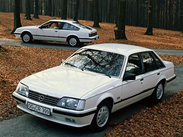 Modelos Monza produzidos pela Opel em 1982 (Foto: Divulgação)