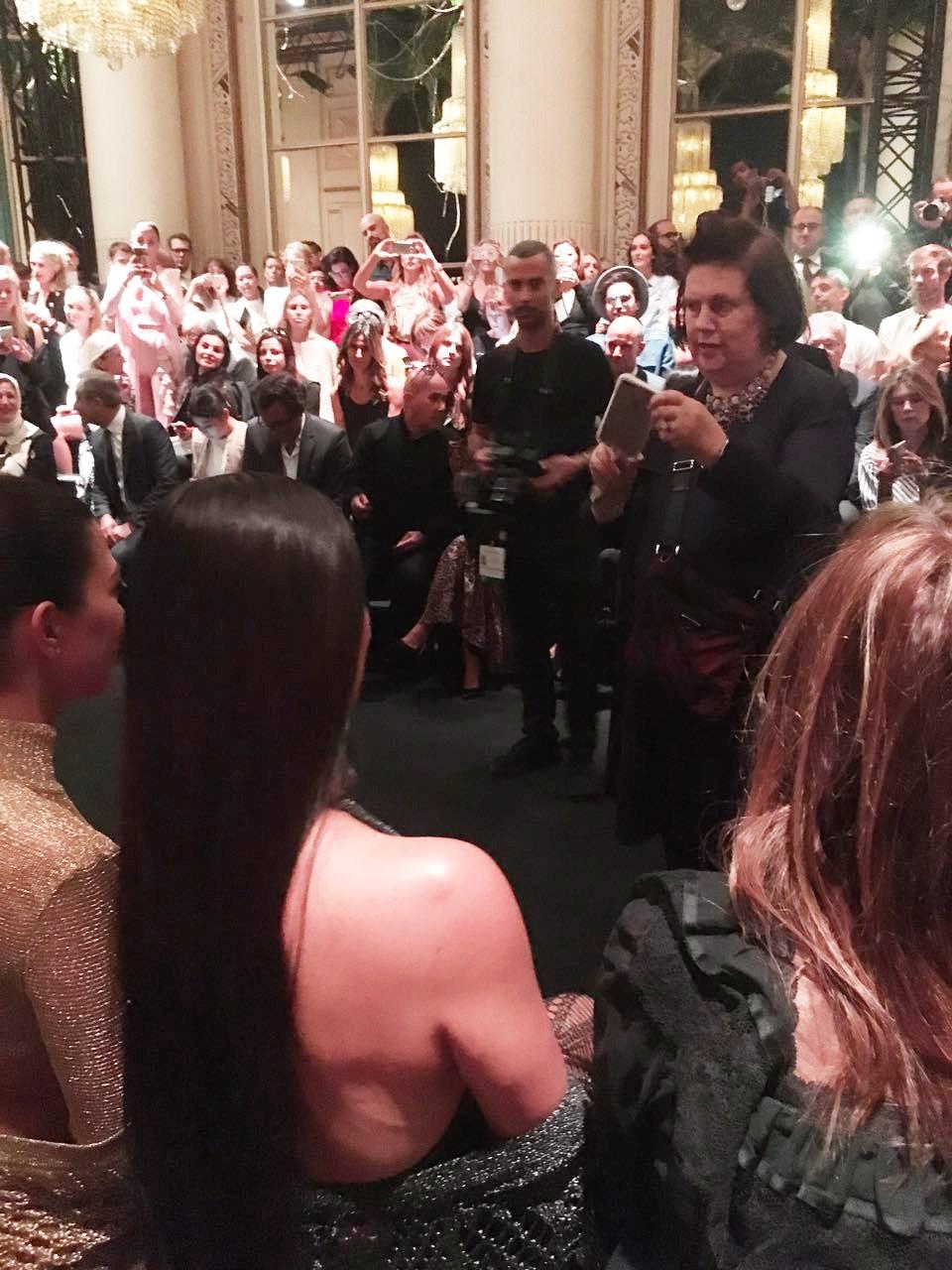 Kim Kardashian e Suzy Menkes (Foto: Reprodução)