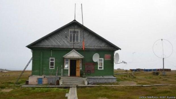 Pesquisadores estão isolados em estação de estudo do clima (Foto: Victor Nikiforov/WWF)