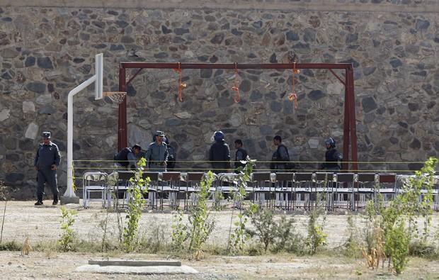Condenados por crimes de terrorismo foram enforcados, neste domingo (Foto: Photo/Massoud Hossaini)